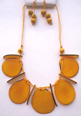 Necklaces in Tagua, Bombona and seeds - Necklace in Tagua