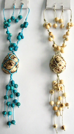 Necklaces in Tagua, Bombona and seeds - Necklace in Tagua & Asahi