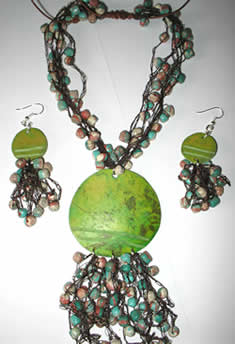 Necklaces in Tagua, Bombona and seeds - Totumo Necklace