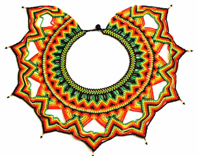 Collar Pectoral con Chaquiras